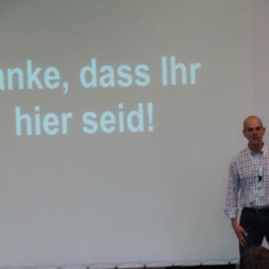 Der CEO Jürg Stuker bedankt sich auf dem Namics Camp