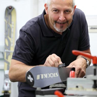 manu dextra GmbH: Joachim Ramacher ist seit 2002 bei manu dextra. Als Getriebekonstrukteur und passionierter Skifahrer weiß er, dass nur durch Präzision Höchstleistungen möglich sind.