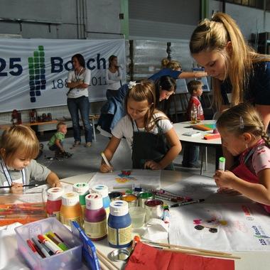 """Auch die kleinen BesucherInnen hatten viel Spaß am """"Bosch Experience Day"""" in Bischofshofen anlässlich des 125-jährigen Firmenjubiläums."""