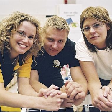 IKEA Kollegen aus verschiedenen Fachabteilungen im IKEA Einrichtungshaus.