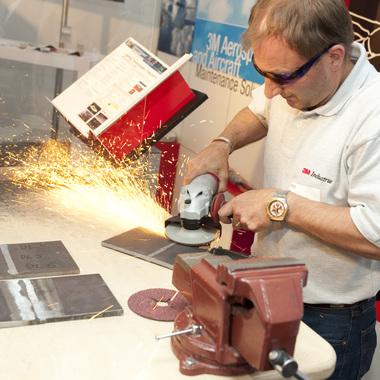 3M Österreich GmbH: Einer unserer Mitarbeiter aus dem Bereich Industrial/Schleifmittel bei einer Produktvorführung