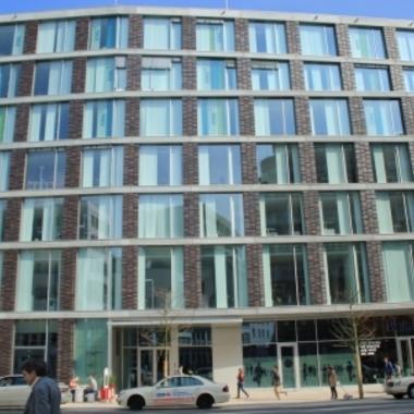 XING AG: Unser Büro in der Dammtorstraße - Burgerladen Jim Block praktischerweise im Haus. :)