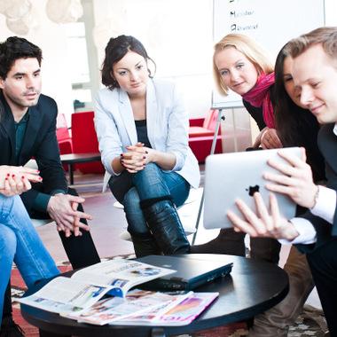 Burda bietet sowohl erfahrenen Bewerbern als auch Berufsstartern gute Karrierechancen