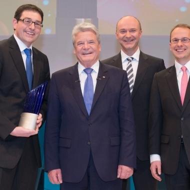 Bosch erhält den Deutschen Zukunftspreis 2013. Die Kooperation aus Universität Jena sowie den Unternehmen Trumpf und Bosch hat am 4. Dezember 2013 in Berlin den Deutschen Zukunftspreis 2013 verliehen bekommen.