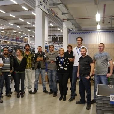 """TTI, Inc.: Warehouse Team nach einem Training """"Hebe- und Tragetag"""" im Rahmen unseres Gesundheitsmanagements"""