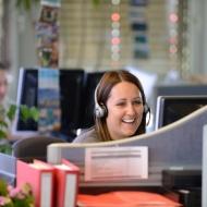 Hapimag AG: Fröhliche Mitarbeiterin am Arbeitsplatz