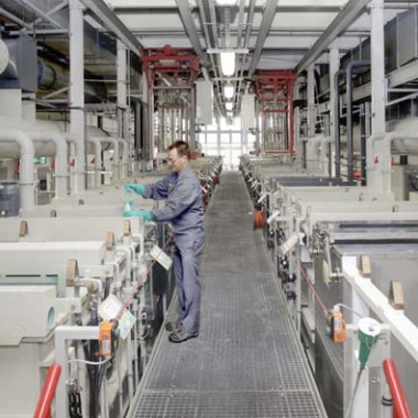 Atotech Deutschland GmbH: Produktionsgetreue, automatische Versuchsgalvanikanlage für dekorative Beschichtung von Metallen und Kunststoffen