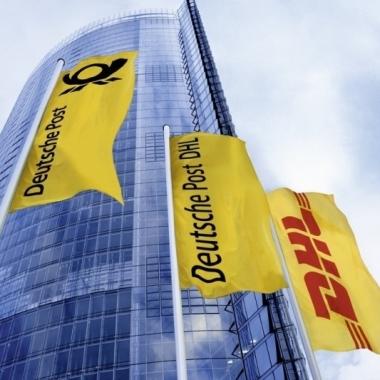 Deutsche Post DHL: Die Konzernzentrale der Deutschen Post DHL Group, der 'Post Tower' in Bonn.