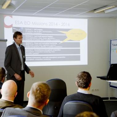 Catalysts GmbH: Wir vernetzen uns und halten Vorträge. Hier spricht Christian Federspiel vor dem oberösterreichischen IT-Cluster.