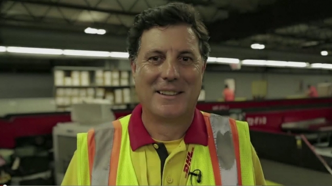Our Employees are connecting people. Improving lives - Antonio's story (De)